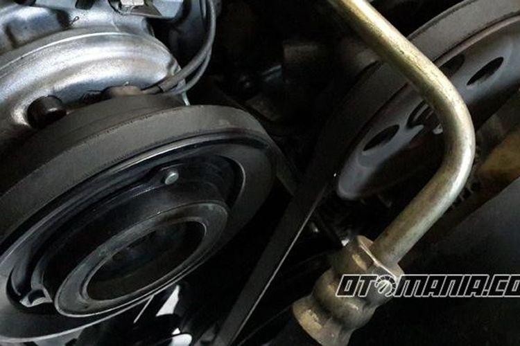 Fan belt pada mobil harus rajin dicek, minimal tiap 20.000 km.