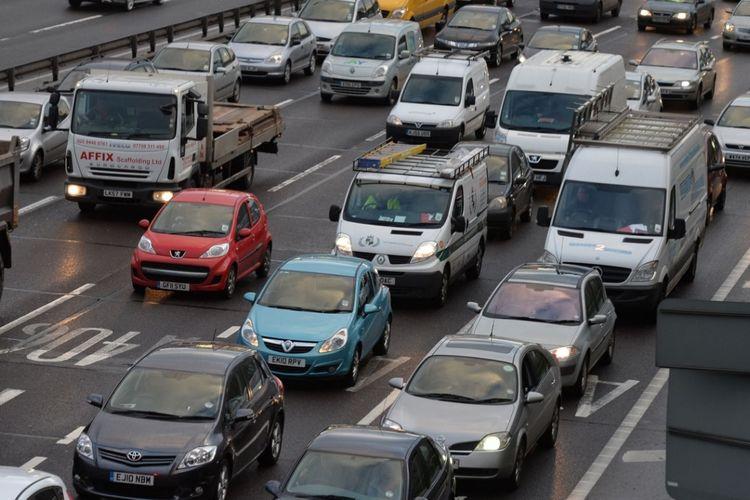 Ilustrasi lalu lintas kendaraan di London, Inggris.