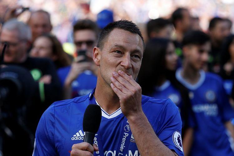 Bek Chelsea, John Terry, menyampaikan pidato perpisahan seusai pertandingan terakhir Premier league kontra Sunderland di  Stamford Bridge, London, pada 21 Mei 2017.