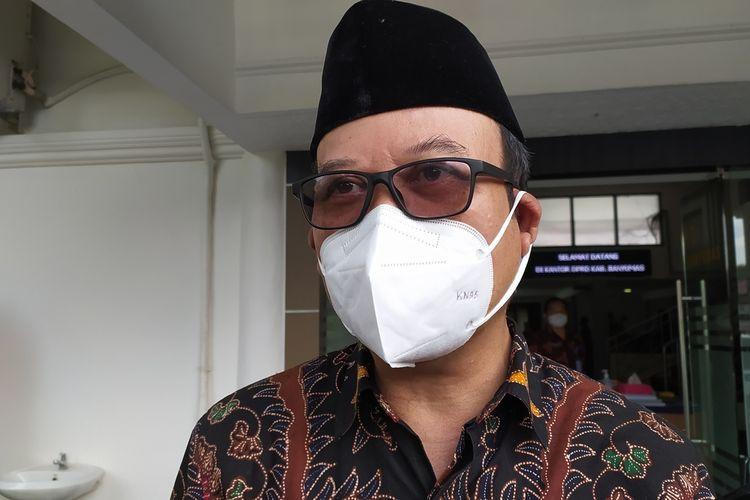 Bupati Banyumas Achmad Husein di kompleks Gedung DPRD Banyumas, Jawa Tengah, Rabu(7/4/2021).