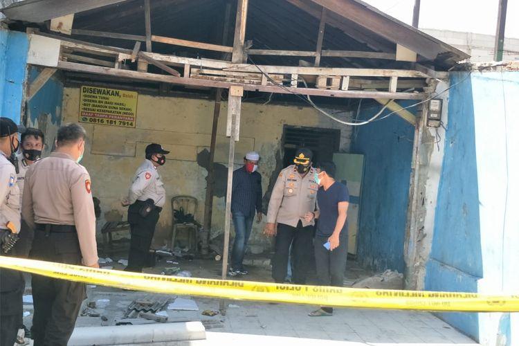 Seorang pria paruh baya ditemukan tewas terbakar di rumahnya di RT 14 RW 04 Kalibaru, Cilincing, Jakarta Utara pada Selasa (1/12/2020).