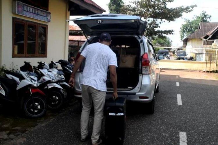 KPK memeriksa 9 orang saksi terkait dugaan suap Bupati Buton Selatan, Agus Feisal Hidayat yang ditangkap KPK beberapa waktu lalu. Pemeriksaan sembilan orang saksi berlangsung dua hari di Gedung Satuan Reskrim Polres Baubau.