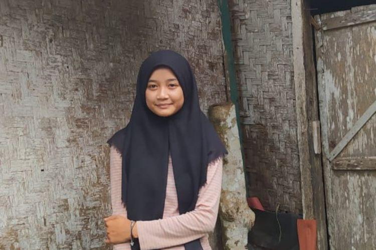 Siti Nuraida (16) tinggal di rumah tidak layak huni sebatang kara setelah ditinggal kedua orang tuanya sejak balita