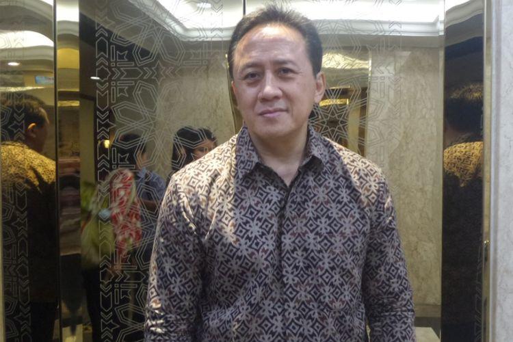 Triawan Munaf diabadikan usai konferensi pers Indonesian Creatif Incorporated (ICINC) oleh Bekraf  di gedung Kementerian BUMN, Jakarta Pusat, Rabu (8/2/2017).
