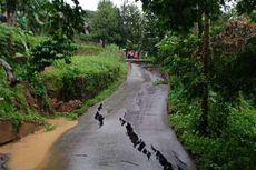 Jalan Menuju Objek Wisata di Sukamakmur, Bogor, Amblas