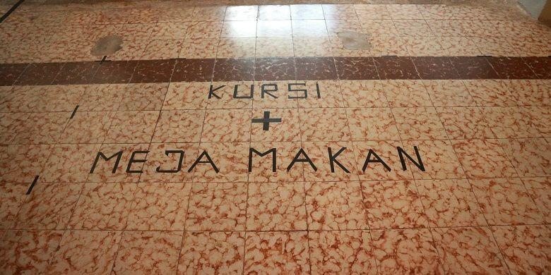 Ternyata, selain diasingkan, Bung Hatta juga pernah dipenjara di dalam Wisma Menumbing selama kurang lebih 10 hari. Begitu yang diceritakan oleh pemandu wisata di Wisma Menumbing, Syahrir.