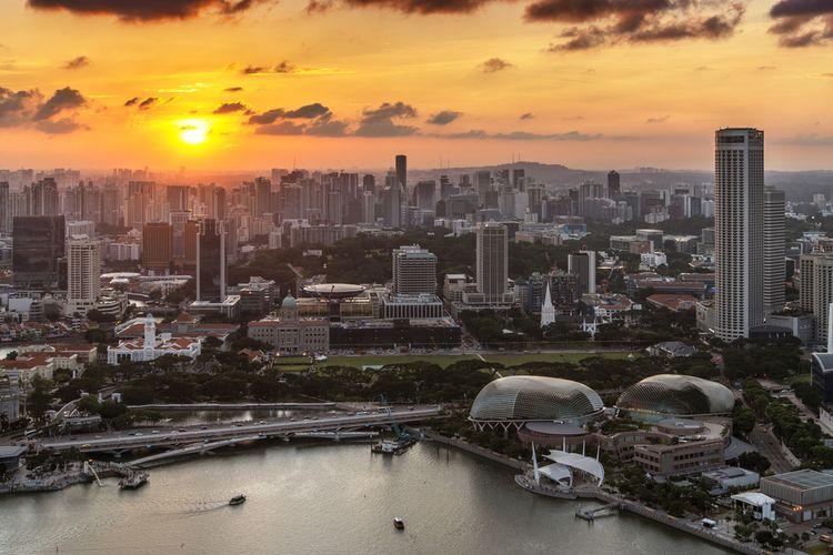 Matahari terbenam di Bay Area, Singapura.