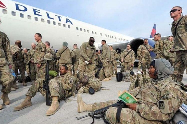 Pasukan AS di Pangkalan Udara Manas, Kirgistan sebelum diberangkatkan menuju Afganistan.
