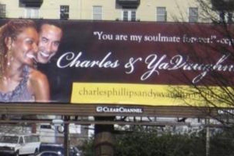 Billboard yang menampilkan foto mantan CEO Oracle Chuck Phillips dan selingkuhannya, YaVaugnie Wilkins