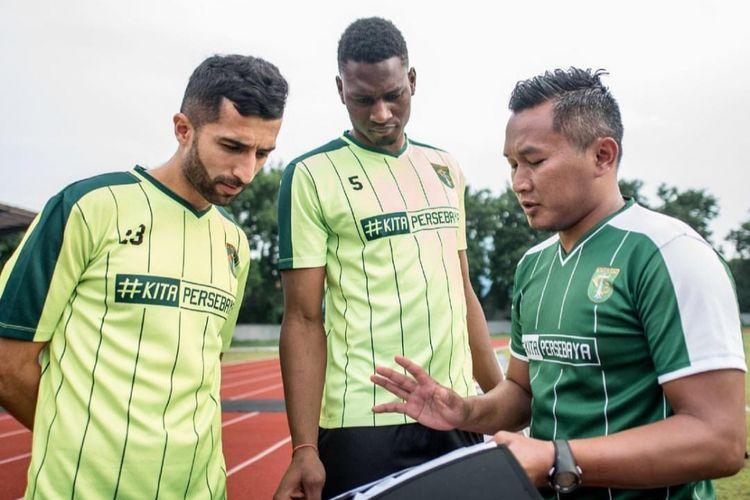 Dua pemain asing Persebaya Surabaya, Amido Balde dan Manuchekhr Dzhalilov berlatih bersama asisten pelatih fisik Rudy Eka Priyambada, Rabu (6/2/2019).