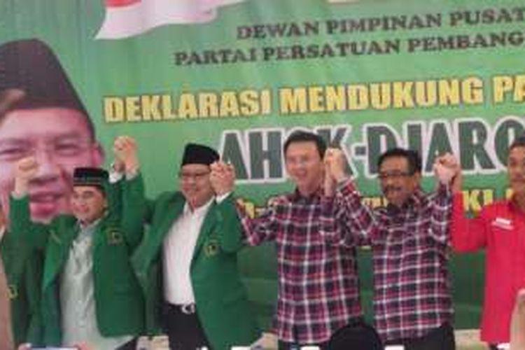 Partai Persatuan Pembangunan (PPP) Kubu Djan Faridz deklarasi mendukung pasangan Basuki Tjahaja Purnama atau Ahok dengan Djarot Saiful Hidayat pada Pilkada DKI Jakarta 2017, di kantor DPP PPP, Jalan Diponegoro, Menteng, Jakarta Pusat, Senin (17/10/2016).