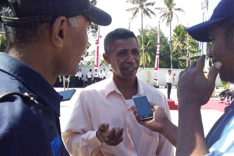 Perwakilan para petani kelapa saat diwawancara sejumlah awak media, Sabtu (17/8/2019). Mereka mengatakan baru merasakan kemerdekaan dari para tengkulah setelah puluhan tahun tak pernah merasakan harga layak utuk komoditas kelapa.