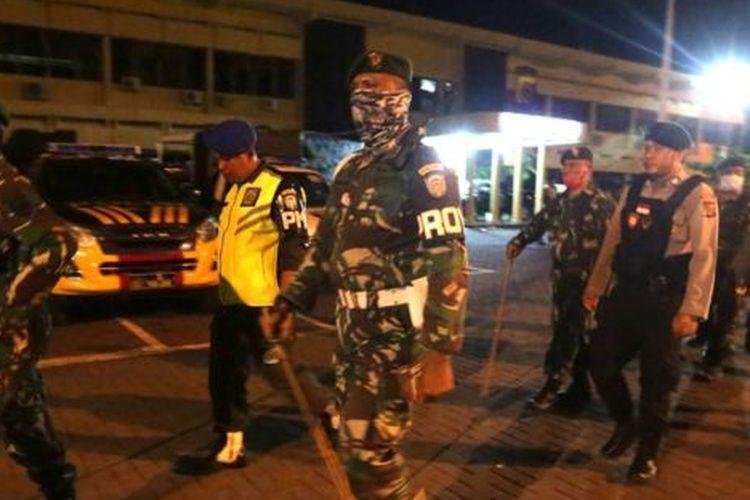 Daerah di Indonesia diminta oleh pemerintah pusat untuk tidak menerapkan kebijakan jam malam.