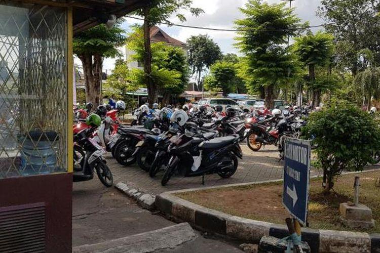 Parkir sepeda motor di Taman Ismail Marzuki (TIM), Cikini, Jakarta Pusat.