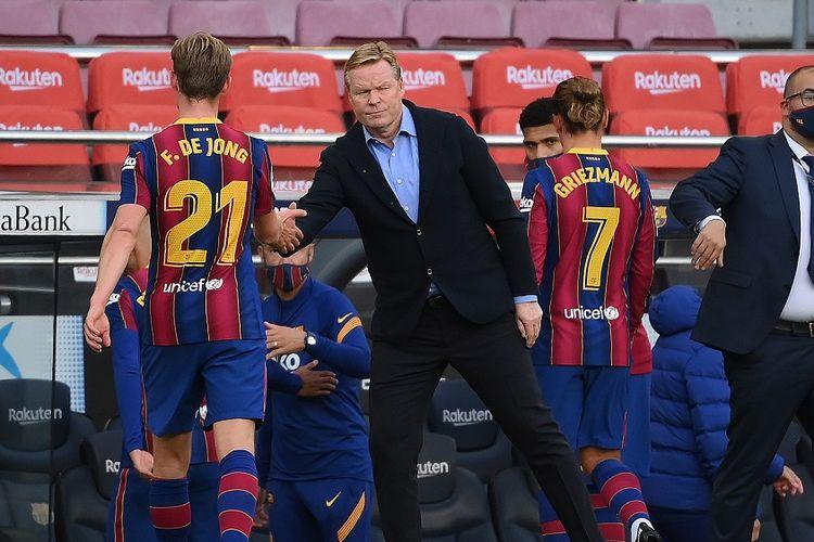 Pelatih Barcelona, Ronald Koeman, usai laga kontra Real Madrid di Stadion Camp Nou, Sabtu (24/10/2020) malam WIB.