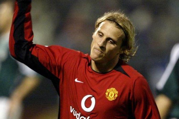 Diego Forlan merayakan gol Manchester United ke gawang Panathinaikos pada partai fase grup Liga Champions di Athena, 26 November 2003.