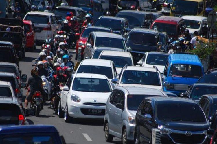 ILUSTRASI - Pembangungan jalur Puncak II diyakini bisa menjadi solusi konkret mengatasi kemacetan di jalur Puncak terutama di musim libur dan akhir pekan