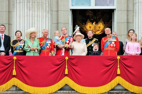 Sederet Pakaian Mahal yang Pernah Dipamerkan Para Bangsawan