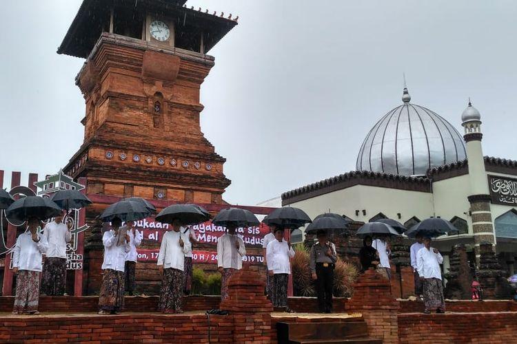 Pengurus Yayasan Masjid Menara dan Makam Sunan Kudus (YM3SK) menggelar peringatan hari jadi (Tasis) Masjid Menara Kudus ke 484, Minggu (24/3/2019).