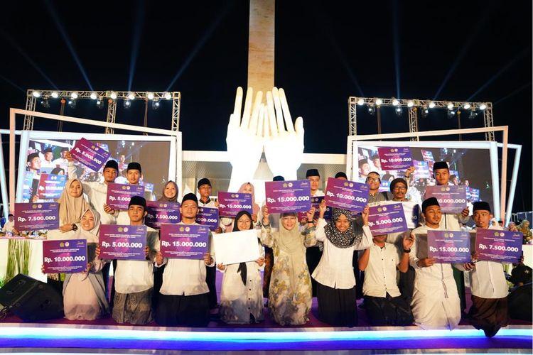 Peringatan Malam Puncak Hari Santri 2019, yang digelar Kementerian Agama RI, di Taman Lapangan Banteng, Jakarta Pusat, Senin (21/10).