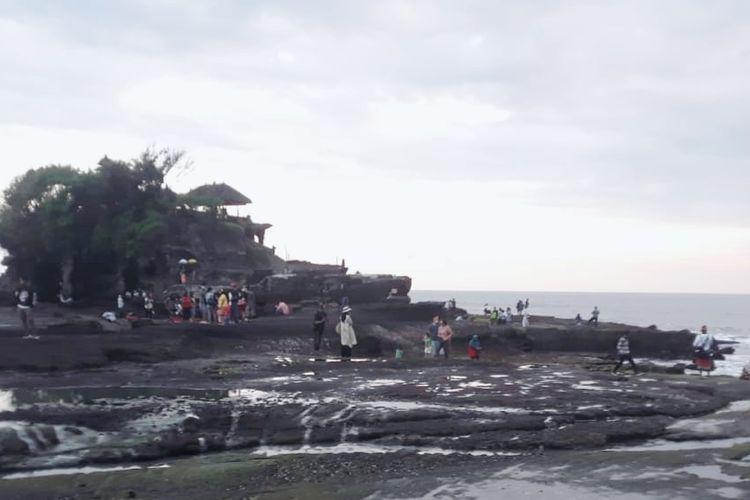 Obyek Wisata Tanah Lot di Tabanan, Bali.