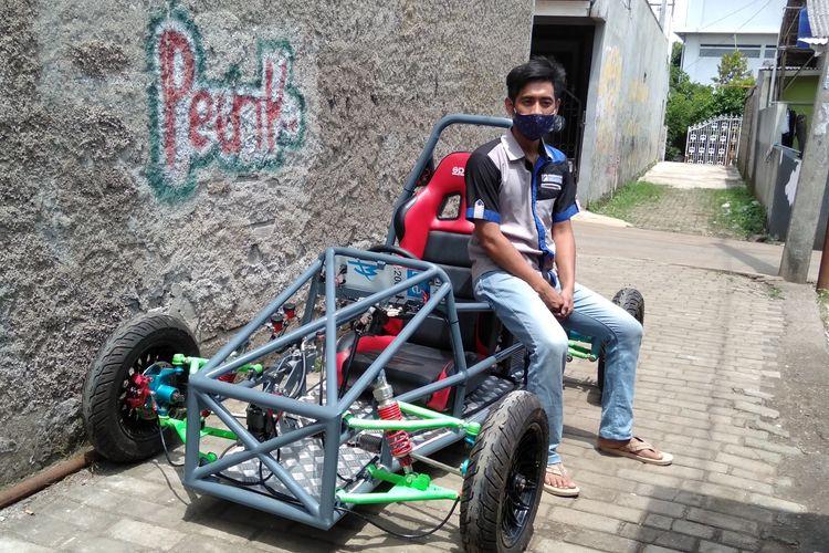 Ady Siswanto selaku pemilik bengkel Patrikbike dan perakit mobil listrik saat ditemui di Kota Bekasi, Rabu (25/11/2020)