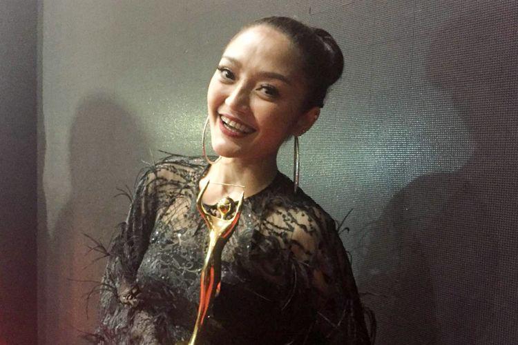 Penyanyi dangdut Siti Badriah di Malam Puncak Anugerah Musik Indonesia (AMI) 2018 yang digelar di Ecovention Ancol, Jakarta Utara, Rabu (26/9/2018).