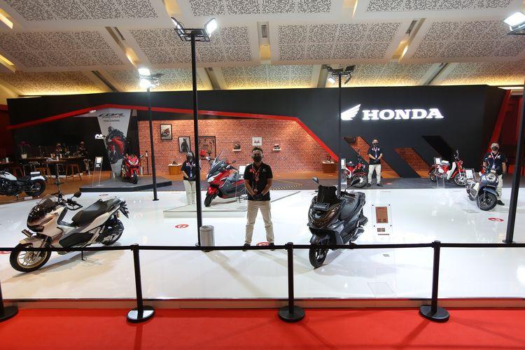 Booth Honda di IIMS Hybrid 2021 di di Hall C1 JiExpo Kemayoran, Jakarta.