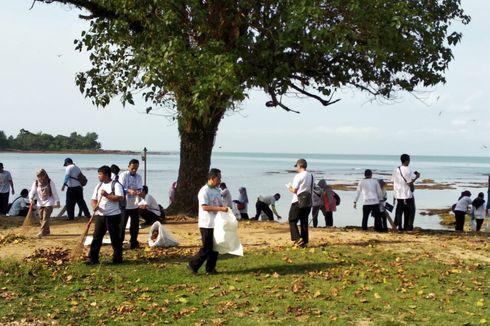 Pulihkan Wisata Pasca-tsunami Banten, Pantai di Pandeglang Dibersihkan