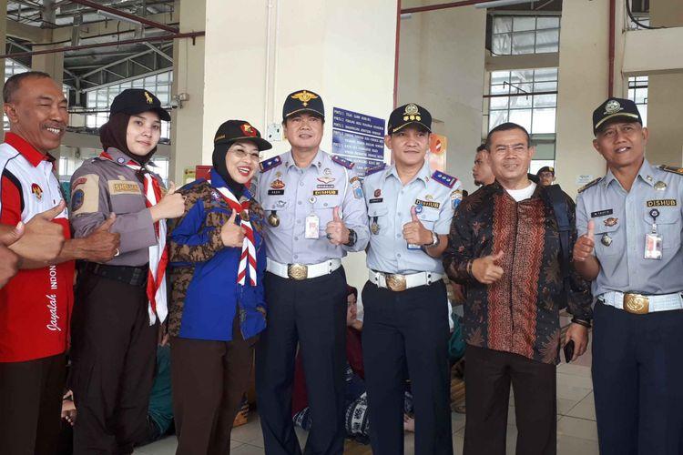 Sylviana Murni bersama Kepala Dinas Perhubungan DKI Jakarta dan Kepala Terminal Pulogebang, Selasa (12/6/2018)