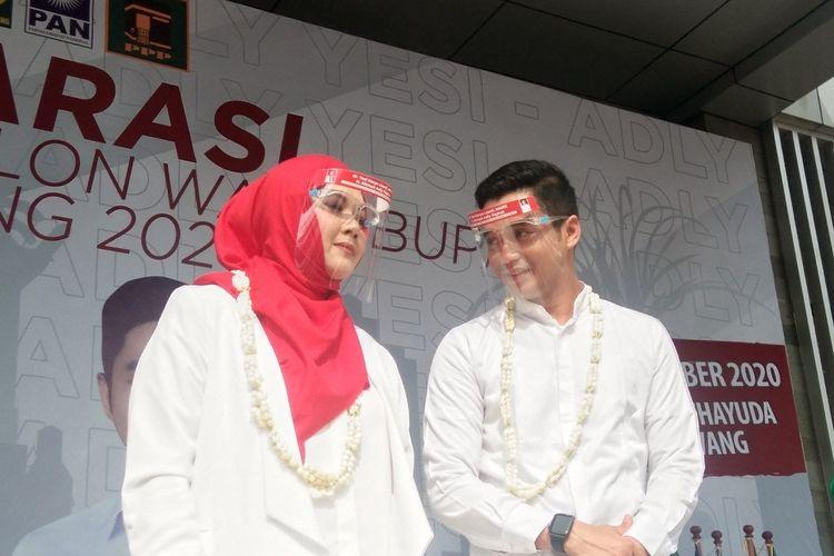 Yesi Karya Lianti dan Adly Fairuz saat deklarasi di Gor Panatayudha Karawang, Kamis (3/9/2020).