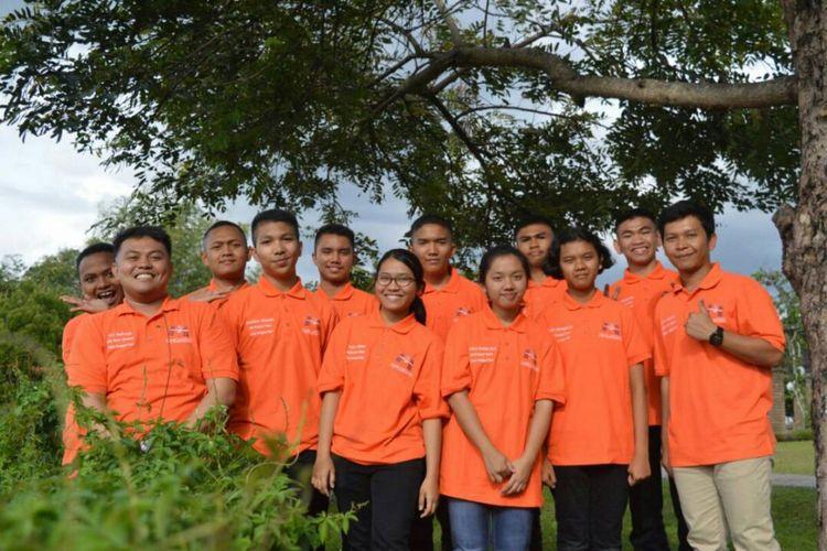 Para pelajar dan mahasiswa DEL Laguboti, Kabupaten Tobasa, Sumatera Utara yang melakukan penelitian