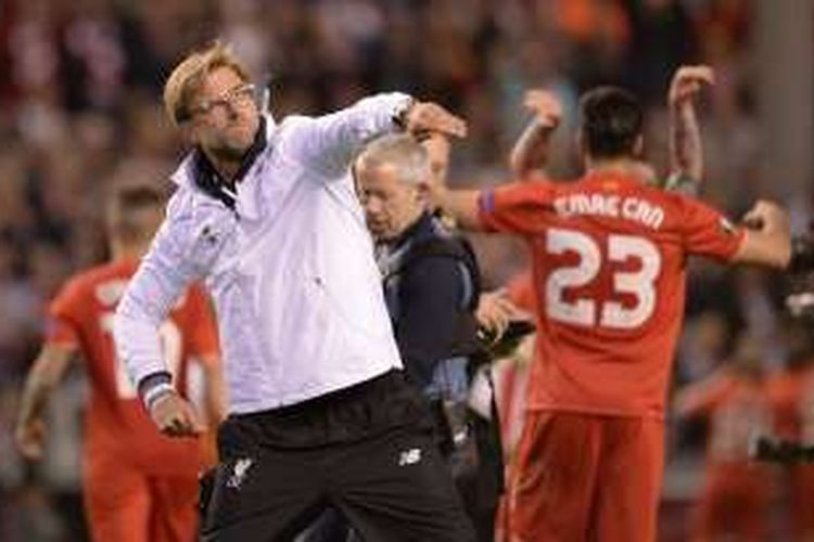 Manajer Liverpool, Juergen Klopp, melakukan selebrasi usai timnya dipastikan lolos ke final Liga Europa 2015-2016.