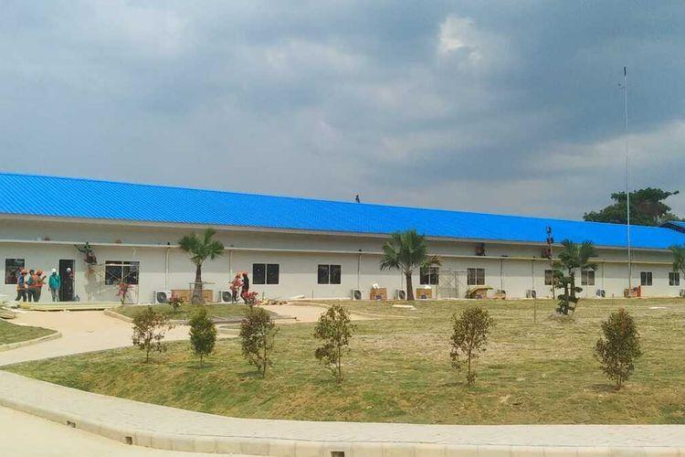 Operasi Rumah Sakit (RS) Darurat Penanganan virus corona atau covid-19 di Pulau Galang atau tepatnya di Kelurahan Sijantung, Kecamatan Galang, Batam, Kepulauan Riau (Kepri) kembali molor, dari yang sebelumnya ditargetkan tanggal 30 Maret 2020 akan tetapi baru tanggal 6 April 2020 mendatang baru bisa operasikan. Hal ini diketahui setelah Presiden Joko Widodo meninjau kesiapan RS Darurat Corona di Pulau Galang, Rabu (1/4/2020) siang kemarin.