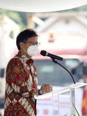 Menteri Kesehatan, Budi Gunadi  memberi sambutan saat menerima bantuan 500 ton oksigen dari Indonesia Morowali Industrial Park di Pelabuhan Tanjung Priok, Jakarta, Selasa (6/7/2021).
