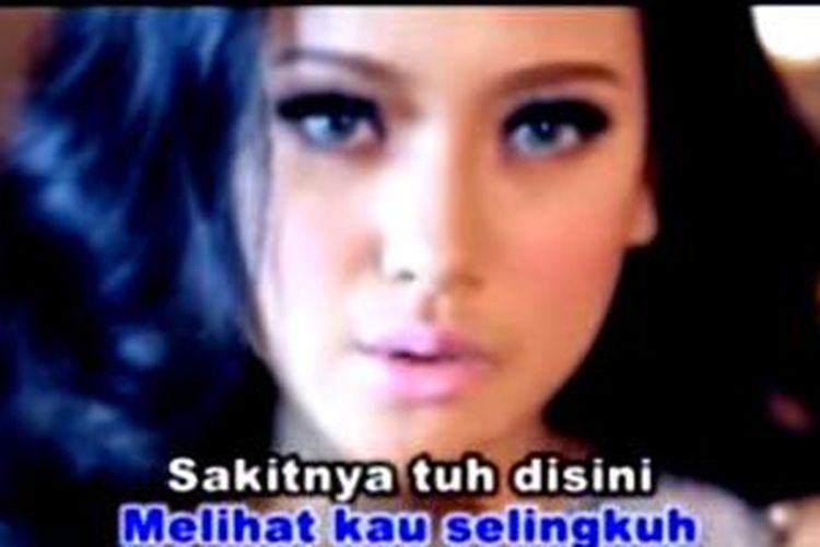 Lagu Sakitnya Tuh Di Sini masuk dalam daftar video terpopuler YouTube pada tahun 2014.