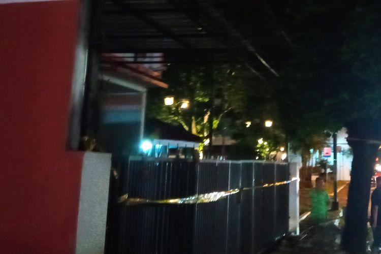 Sebuah kantor di Yogyakarta dipasangi garis polisi setelah digeledah Densus 88 Antiteror Mabes Polri