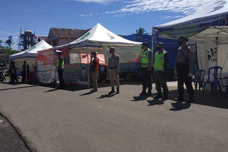 Sejumlah Aparat TNI, POLRI, Satpol PP dan BPBD memperketat akses masuk Kabupaten Lebong, Provinsi Bengkulu