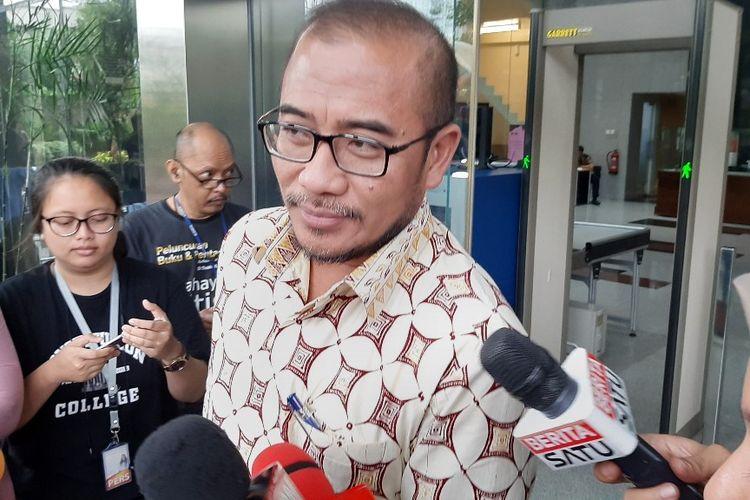 Komisioner KPU Hasyim Asyari memberi keterangan setelah diperiksa di Gedung Merah Putih KPK, Jumat (24/1/2020).