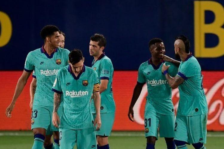 Para pemain Barcelona merayakan gol yang dicetak Ansu Fati dalam laga menghadapi Villarreal pada lanjutan pekan ke-34 Liga Spanyol yang digelar di Stadion De La Ceramica, Senin (6/7/2020).