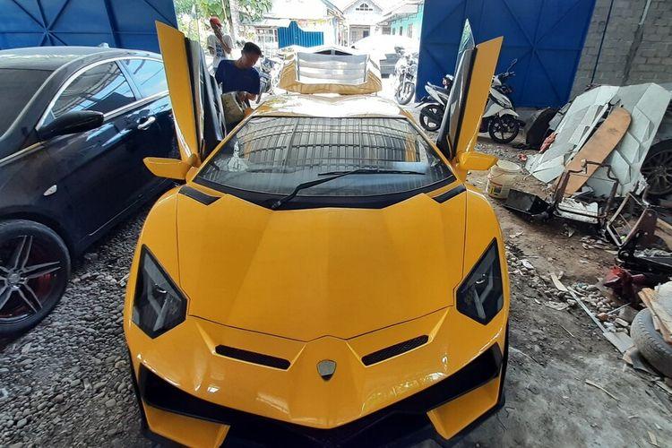Mobil 'Supercar' Buatan Suharyanto pemilik bengkel modifikasi asal Gunungkidul, Yogyakarta.