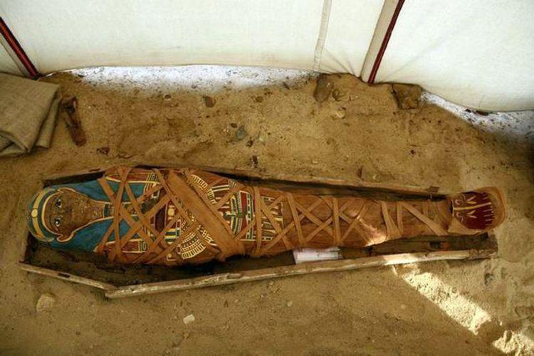Sebelumnya, pada 2008, arkeolog Mesir menemukan mumi era Yunani-Romawi di Fayoum, Mesir. (AFP via Yahoo)