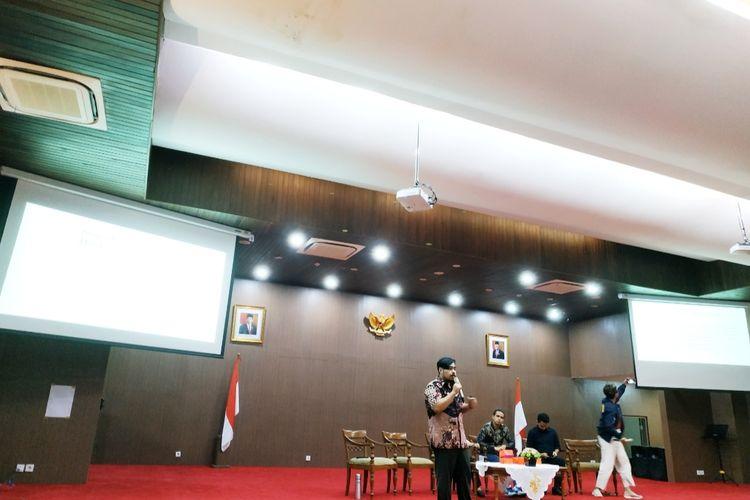Ketua Mafindo Septiaji Eko Nugroho dalam diskusi bertajuk Hoaks Virus Corona: Strategi dan Mitigasi Informasi di Kantor Kemenkominfo, Jakarta Pusat, Senin (8/3/2020).