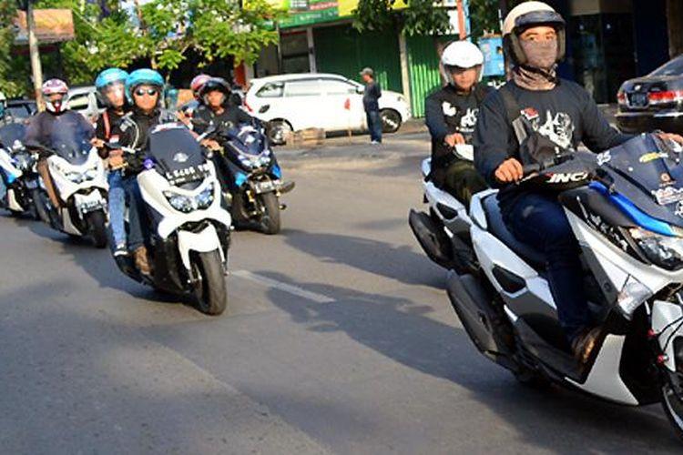 Komunitas Yamaha NMAX di Surabaya.