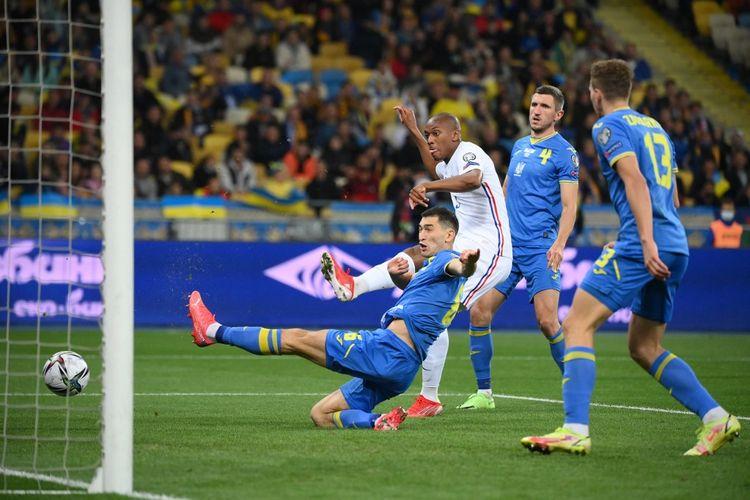 Anthony Martial saat mencetak gol dalam pertandingan Ukraina vs Perancis pada Kualifikasi Piala Dunia 2022 Zona Eropa di NSC Olimpiyskiy, Minggu (5/9/2021) dini hari WIB.