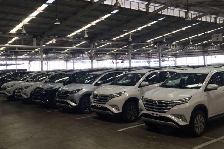 Stok All-New Terios di Vehicle Logistic Center Astra Daihatsu Motor di Sunter, Jakarta Utara.