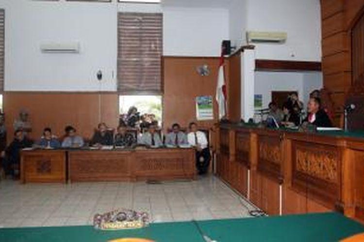 Tim kuasa hukum Komjen Pol Budi Gunawan menjalani sidang perdana praperadilan penetapan Budi Gunawan sebagai tersangka pemilik rekening mencurigakan oleh KPK di Pengadilan Negeri Jakarta Selatan, Senin (2/2/2015). Sidang tersebut ditunda sampai minggu depan karena ketidakhadiran pihak tergugat.