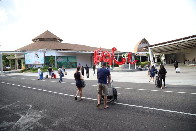 Kedatangan penumpang di Bandara Internasional I Gusti Ngurah Rai Bali