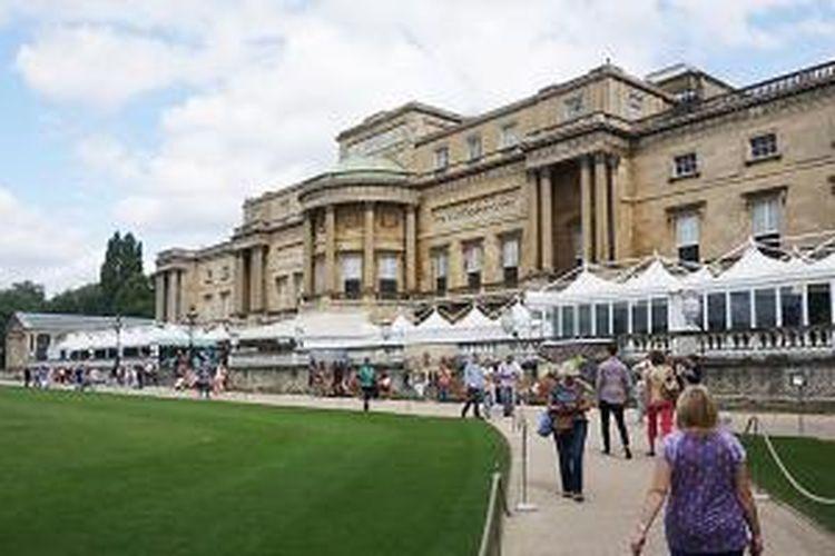 Istana Buckingham di London, Inggris.
