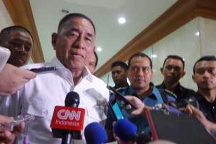 Menteri Pertahanan Ryamizard Ryacudu di Kompleks Parlemen, Senayan, Jakarta, Senin (10/10/2016)